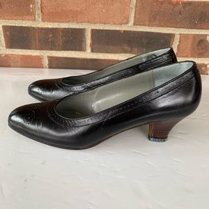 Pappagallo black leather heel pump